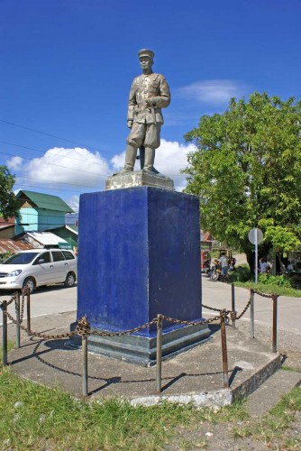 Monument to Gen. Leandro Fullon. Bagumbayan Crossing, Pandan Antique