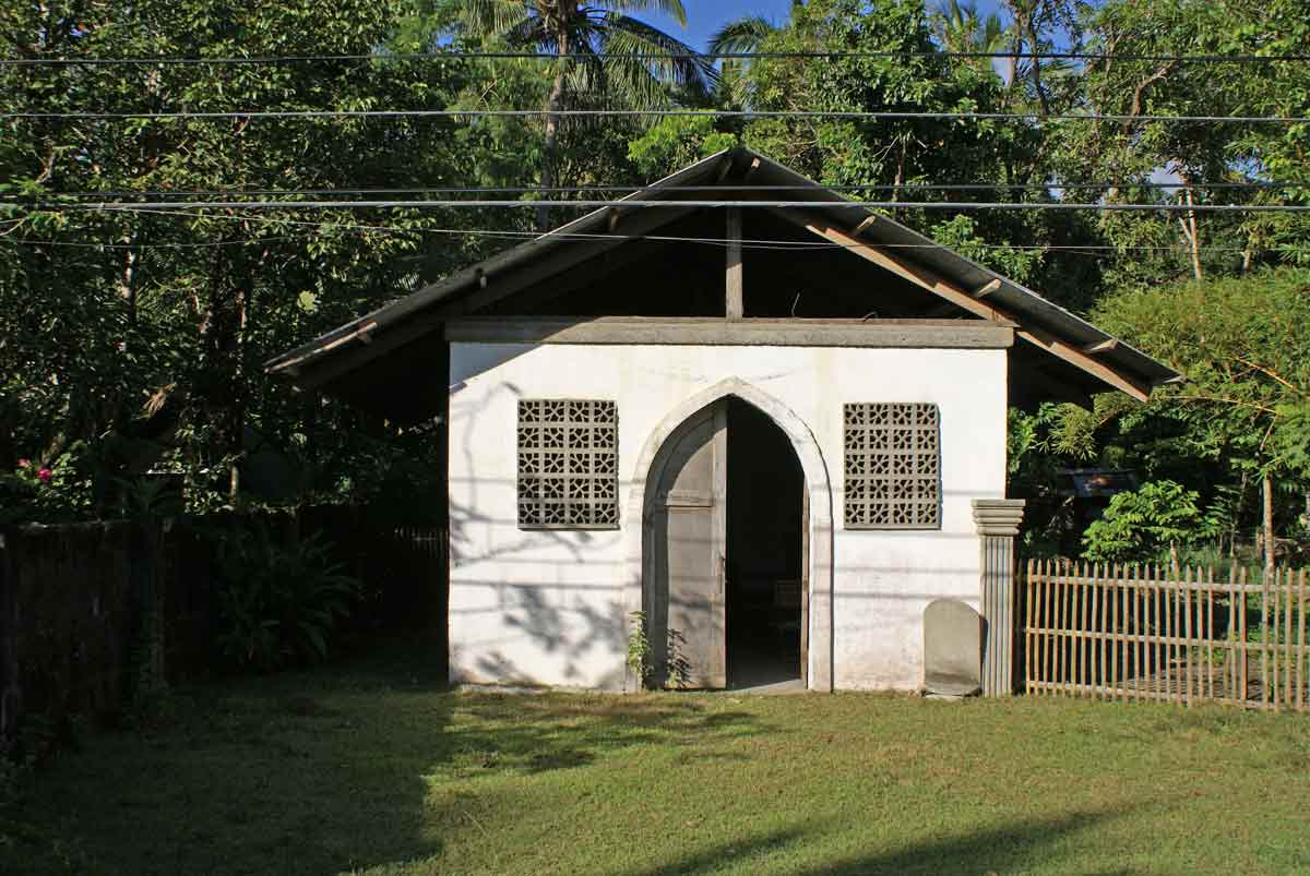 Roadside chapel on the way from Pandan to Libertad, Antique