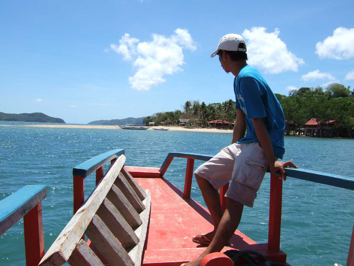 Approaching the beach, Marbuena Island, Iloilo
