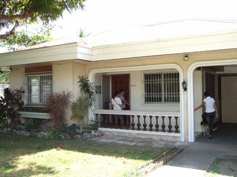 This house in Lawaan, Iloilo City, sold for P1.4 million -- a good deal.